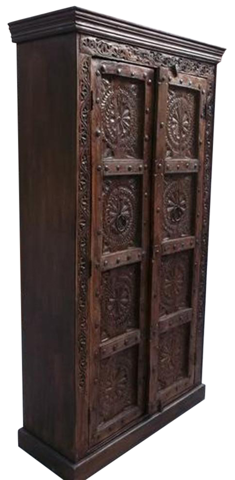 Armadio indiano con antica porta